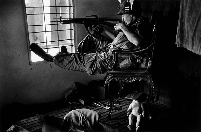 "Из книги ""Vietnam Inc."" Филипа Джонса Грифитса (28 фото + текст)"